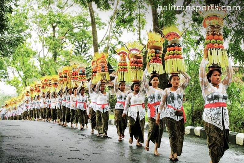 Ofering bring to temple ceremony